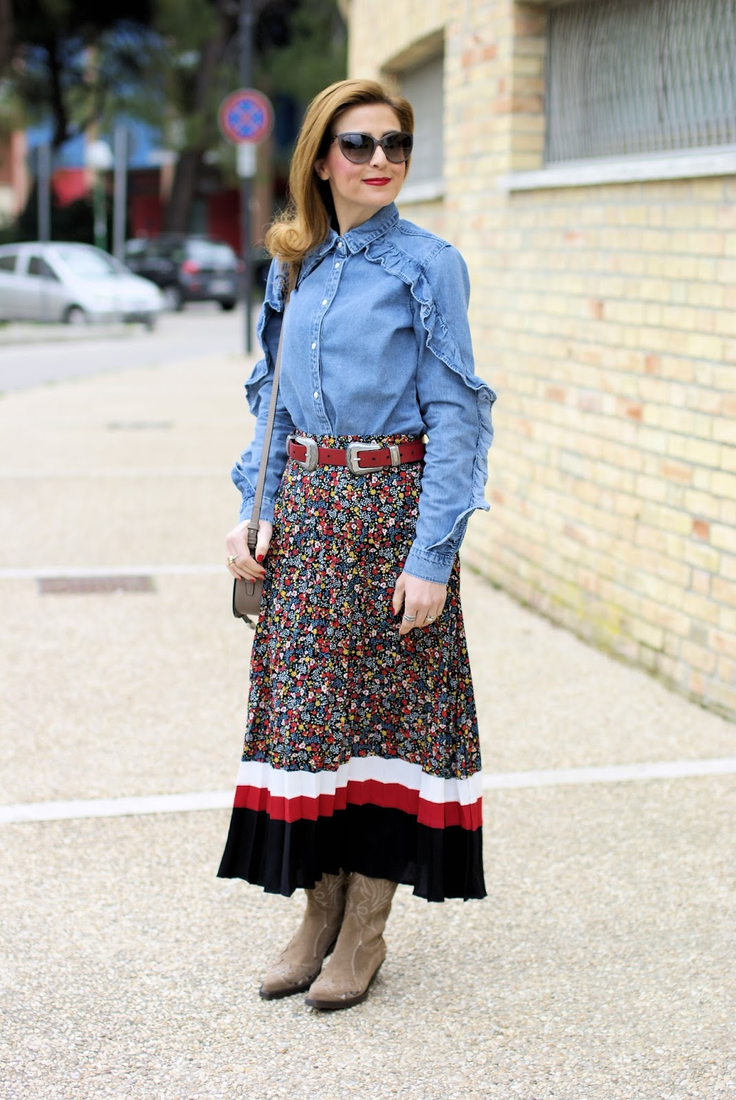 How to style a country western chic outfit? Buckles on belts and bags on Fashion and Cookies fashion blog, fashion blogger style