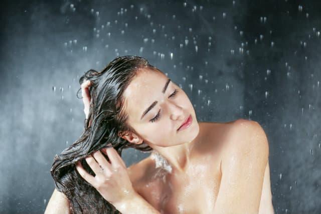 Tập gym xong nên tắm nước nóng hay lạnh