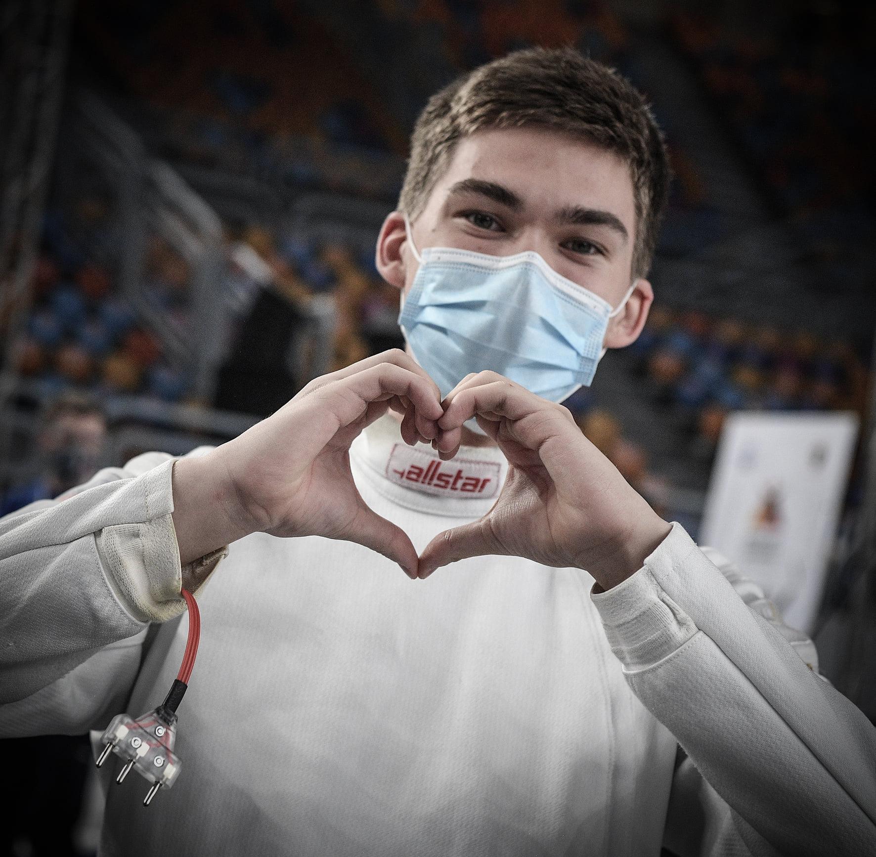 Egor Lomaga Rússia heart celebrates comemora