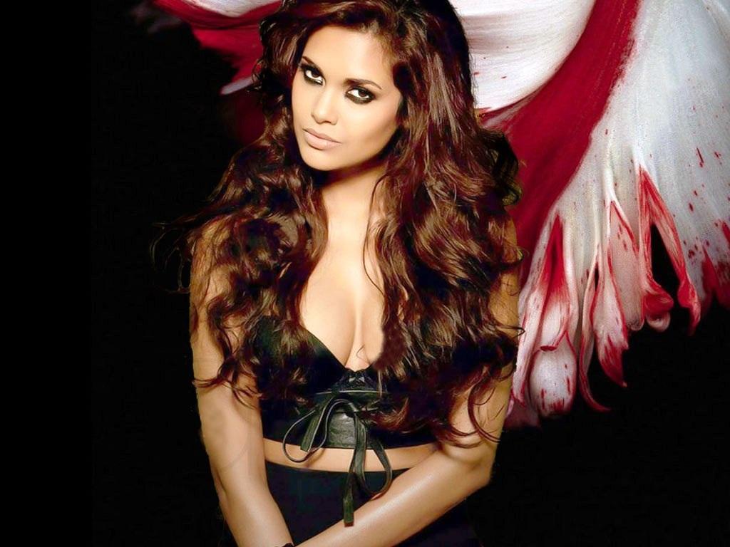 Celebrity Celebritys Esha Gupta Latest Hd Wallpapers