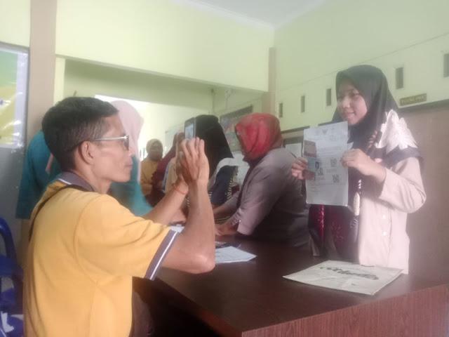 Pemdes Terong Tawah Salurkan lagi Bantuan Sosial Tunai tahap III untuk 321 KK