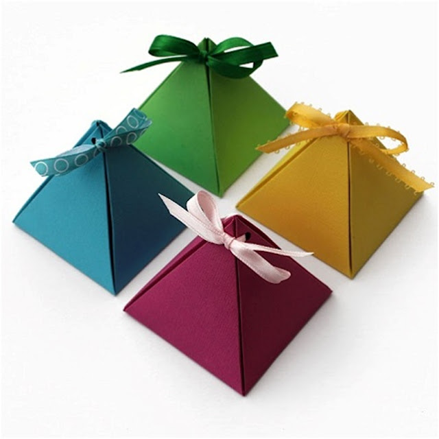 Kartondan Üçgen Hediye Paketi