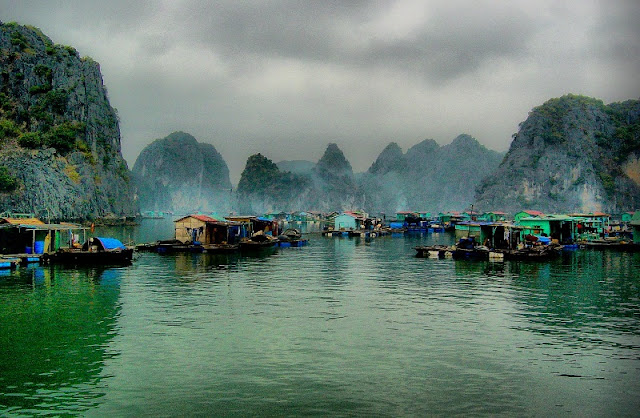 Summer and winter in different Halong Bay like? 2