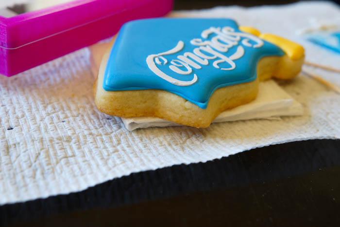 how to make stenciled graduation cap cookies   bakeat350.net