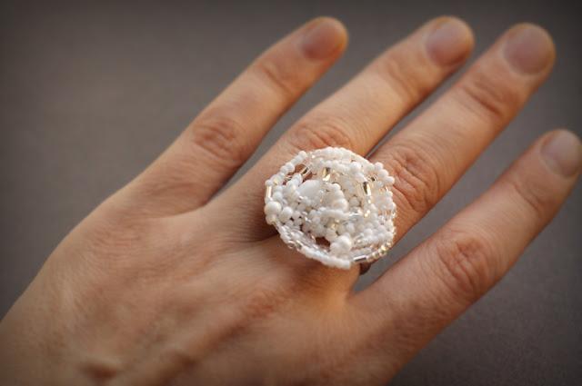 куплю Оригинальное белое кольцо из бисера. Бижутерия ручной работы