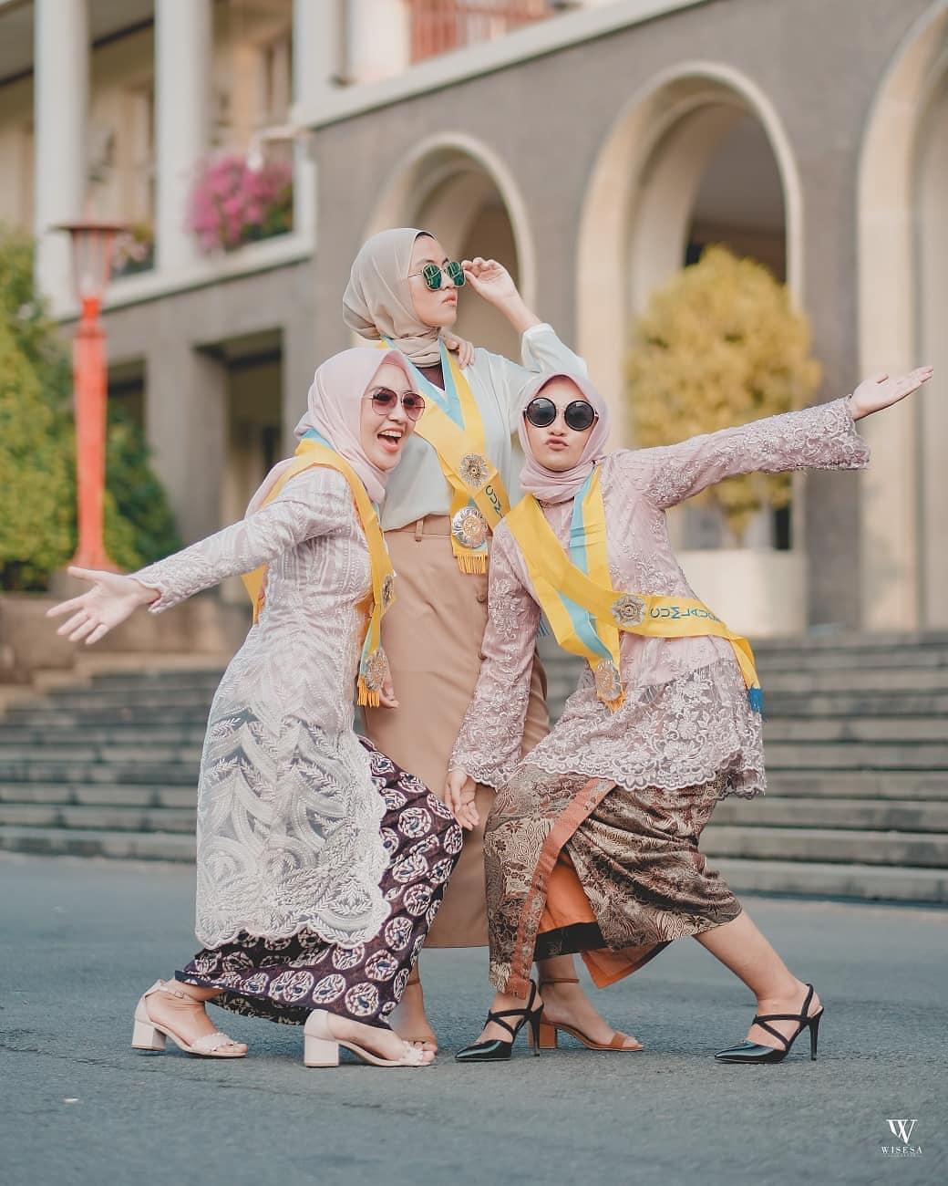 Model Kebaya Wisuda Hijab Muslim