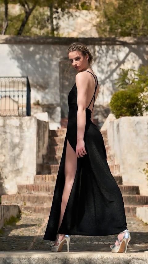 Hình Nền Người Mẫu Đẹp Diện Váy Đen Thướt Tha