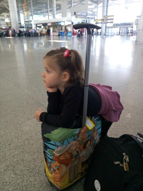 Viajar con equipaje de manos y viajar con niños es la mejor combinación posible