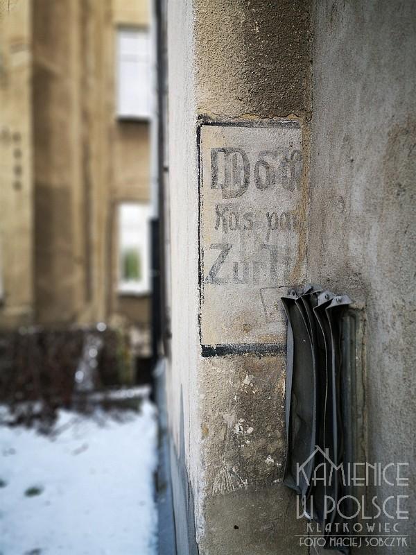 Poznań. Przedwojenna reklama na murze.