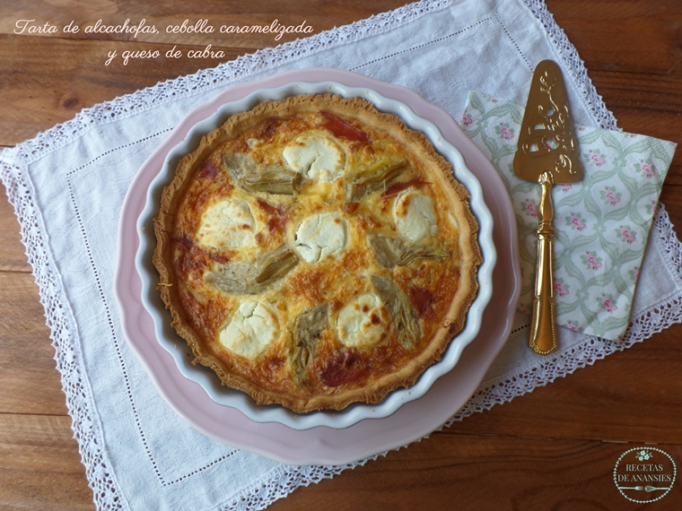 Tarta de alcachofas, cebolla caramelizada y queso de cabra