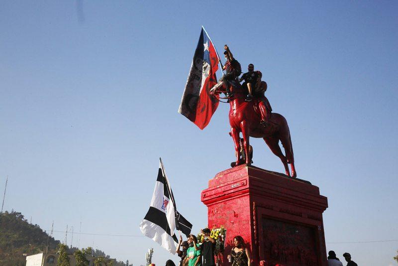Se puede sacar la estatua del general Baquedano de Plaza Italia