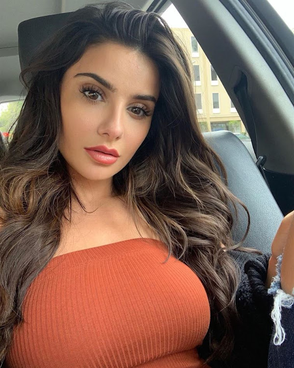 Mikaela Hoover Cute and Lovely Pics