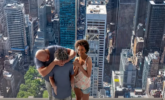 In New York, a terrifying all-glass elevator