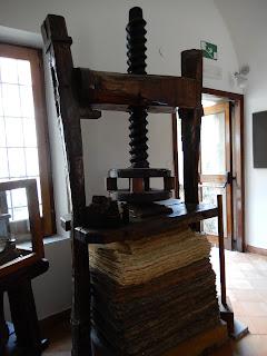 アマルフィのMuseo della Cartaの紙のプレス機