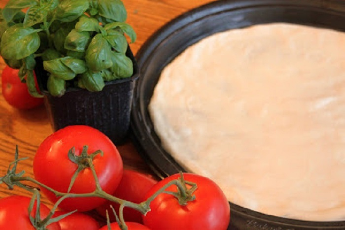 this is how to make homemade pizza dough and the recipe