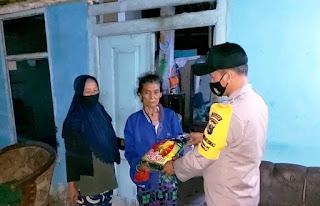 Door To Door, Bhabinkamtibmas Desa Kraton Serahkan Sembako Bhayangkari Cabang Jember Kepada Kaum Dhuafa