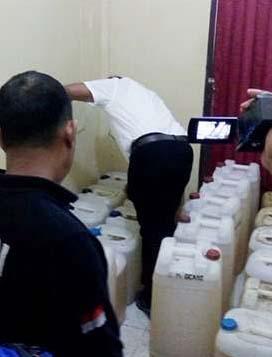 Polisi menyita minyak tanah yang hendak diselundupkan dari Nias ke Sibolga