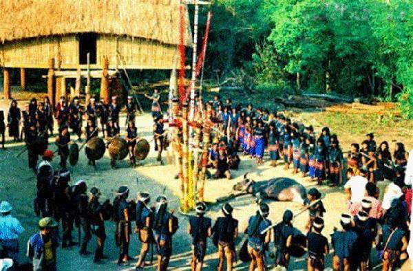 """Lễ hội """"Ngăh Yang pơ dei kăm hau"""" của người Jrai A ráp ở Sa Thầy"""