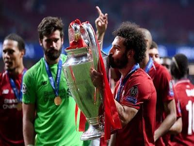 محمد صلاح ينافس 3 نجوم على جائزة الأفضل بنهائي دوري الأبطال