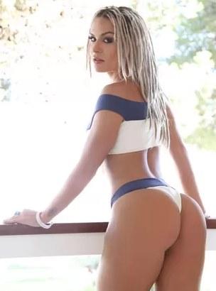 Loira executiva sexy saia justa - 1 7