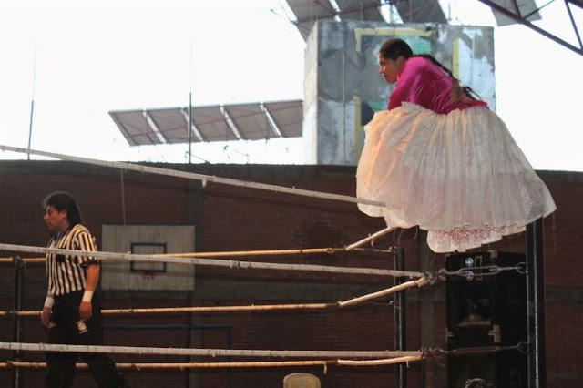 Cholita sul ring a La Paz, Bolivia