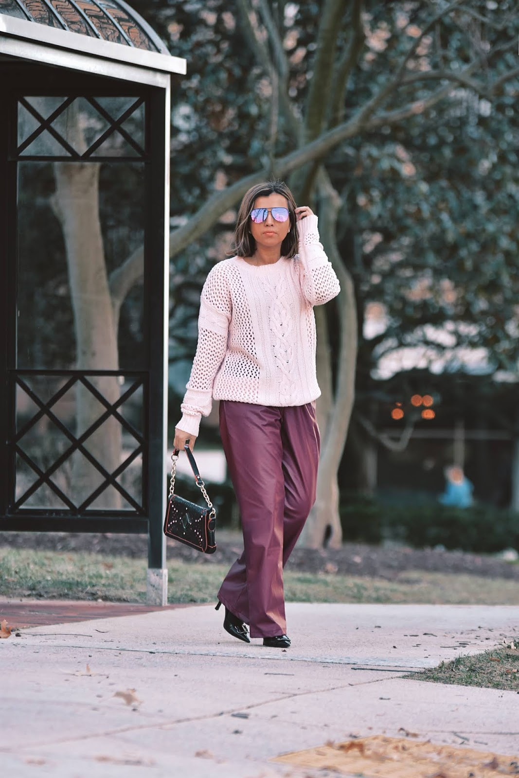 Outfit Combinando Los Colores Rosa y Vino-dcblogger-streetstyle-pantone-color of the winter-winterstyle-fake leather pants-sheingals-modaelsalvador-