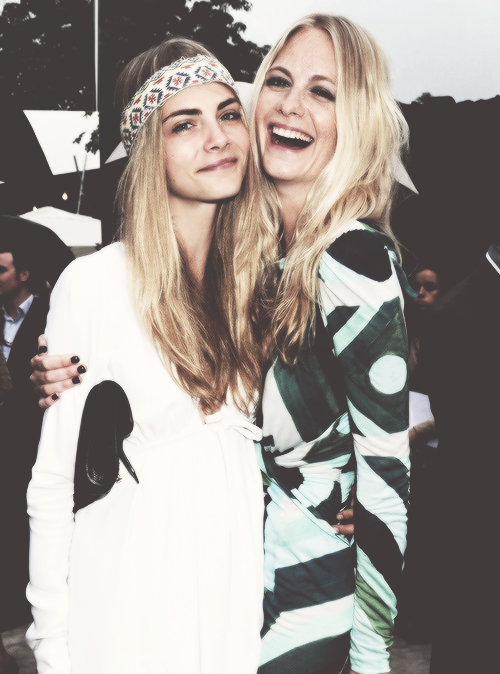 Cara vs Poppy Delevingne