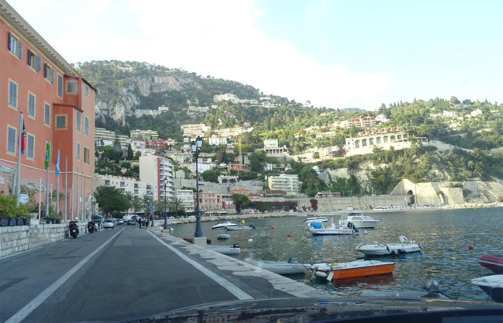 Anlegestelle Für Boote In Villefranche Sur Mer Rotes Haus Berge