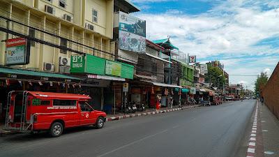 On the way to Tha Phae gate