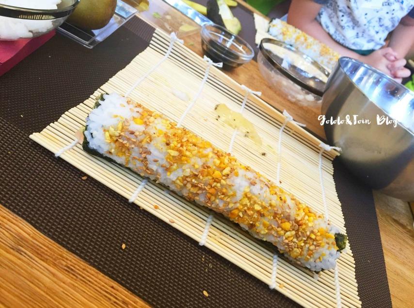 urimaki-gambas-taller-cocina-con-niños-recetas-faciles-con-kiwi-sungold-amarillo