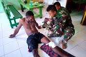 Satgas Yonif 411 Kostrad Bantu Obati Korban Kecelakaan di Jalan Trans Papua