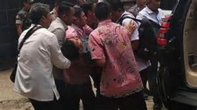 Bunyi Peluit di Balik Penusukan Wiranto