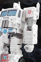 Transformers Kingdom Ultra Magnus 38