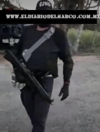 NUEVO VIDEO; El CJNG  preparándose para desfilar en Loma Bonita, Oaxaca...traían hasta patrulla de la Policía Federal clonada