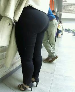 guapa mujer nalgona pantalón pegado