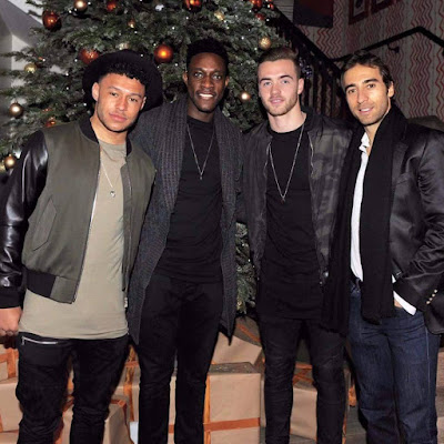 Photo: Arsenal Stars All Smiles in Christmas Snap