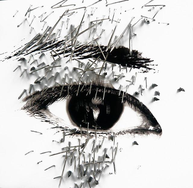 Un oeil criblé de pointes et clous regarde le dernier guillotiné français