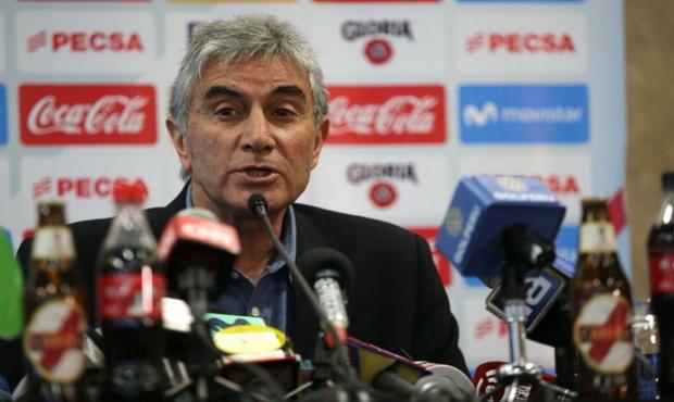 Oblitas opina que la FPF debe reclamar ante la Conmebol por árbitro Bascuñán