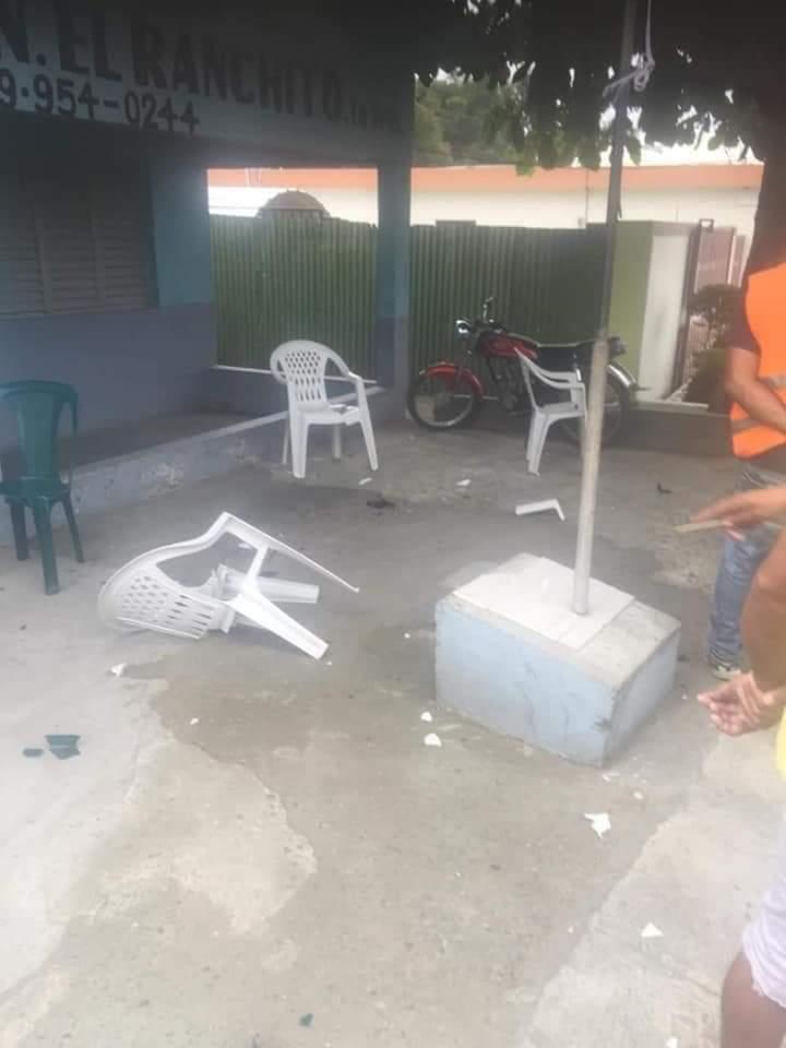 Turba de haitianos ataca por segunda vez cuartel de la Policía en Ranchito, La Vega