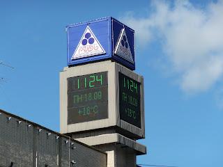 Житомир. Соборная площадь. Электронные часы-куб с информационными табло
