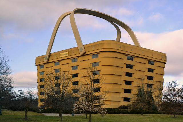 Найбільший кошик у світі. Офіс компанії Longaberger(World's Largest Basket, Newark, OH)