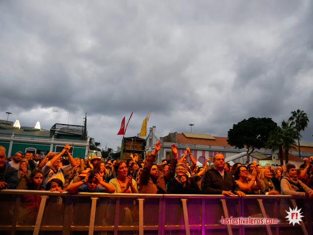 El público disfrutando de Totó Noriega y su banda