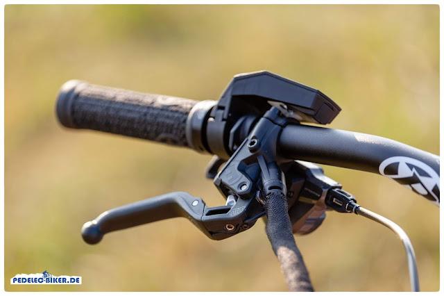 Die Bremshebel am Spitzing Evolution sind mit dem TQ Antrieb verbunden, so dass bei jeder Bremsenbetätigung der Motor kurz aussetzt.