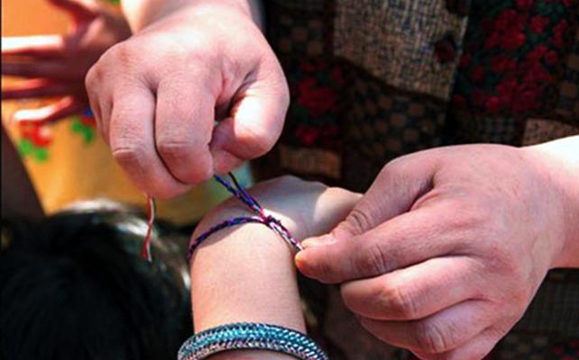 Dastband-e tir o bâd: ritual da pulseira de Tirgan