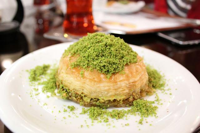 yeickesfet-karakoy-gulluoglu-baklava-baklavaburger