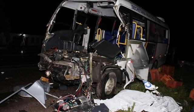 Sobe o número de mortos em acidente com ônibus da saúde de Capela