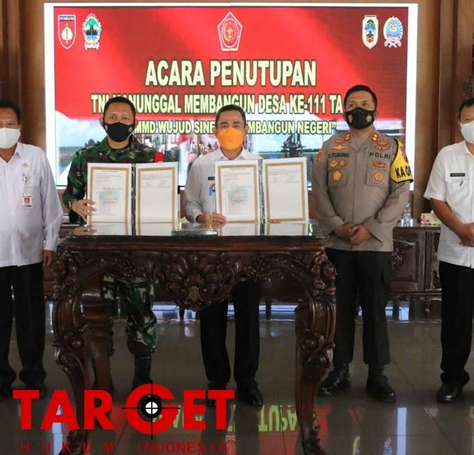 TMMD Reguler 111 Kodim Pati Tahun 2021 Secara Resmi Ditutup Oleh Bupati Pati di Pendopo Kabupaten Pati
