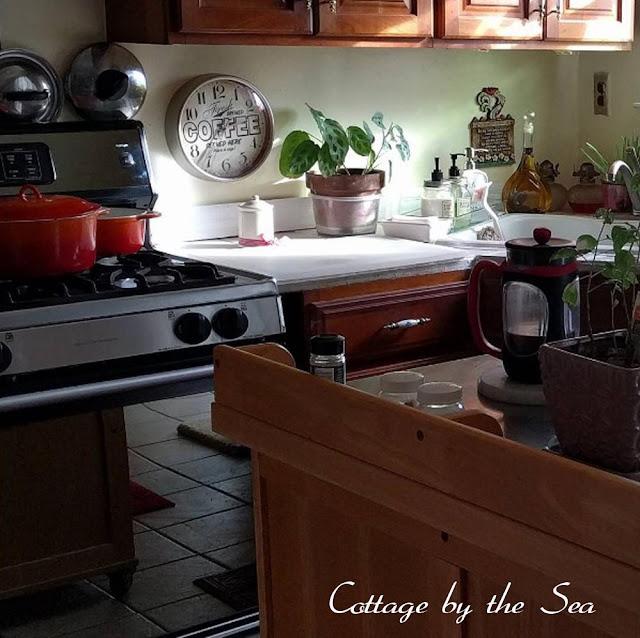 Cottage Kitchen Cabinet Hardware