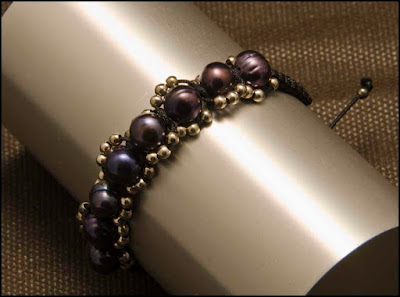 Pulsera cadena de perlas negras y plata. Joyería Artesanal Personalizada