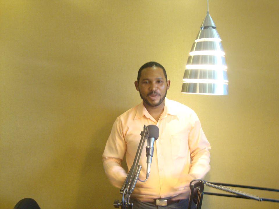 """Sigue ganando espacio, programa radial """"Atención Pueblo"""" que conduce el periodista Luis Medrano Volquez, por la emisora de Escala 106.3 FM."""